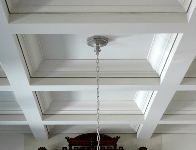 white trim on ceiling